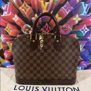 👜👜👜Authentic Louis Vuitton Alma PM With Strap